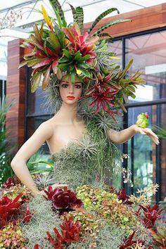 Succulents and bromeliads decorate an old mannequin. Flower Show, Flower Art, Garden Art, Garden Plants, Dame Nature, Cactus Y Suculentas, Floral Fashion, Cacti And Succulents, Air Plants