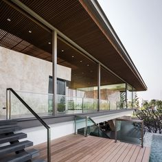 Super structure, super roof!!! Outer shell = glass. Inner stone walls. Área de Lazer The Grand Pinklao / Office AT