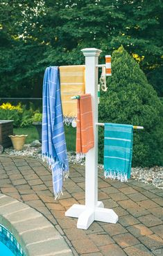 would be good for blankets too Croquet Mallet Pool Towel Rack DIY Pool Towel Rack DIY outdoor towel rack Upcycled croquet set Repurposed croquet mallets DIY towel ra.