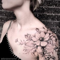 Flower Shoulder Tattoo Artist: Diana Severinenko #TattooIdeasShoulder #flowertattoos