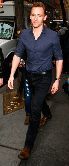 Tom Hiddleston at the NBC Rockefeller Center Studios for the 'Today Show' taping on October 14, 2015 in New York City. Full size image: http://ww2.sinaimg.cn/large/6e14d388gw1ex18exyviaj21kw2lq1kx.jpg Source: Torrilla, Weibo