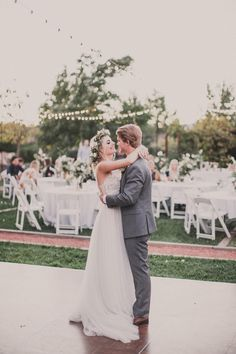 Save in your memory the breathtaking moment of the first wedding dance, Check out the most stunning first dance wedding shots below. Wedding Goals, Our Wedding, Wedding Venues, Dream Wedding, Wedding Reception, Wedding Country, Country Weddings, Vintage Weddings, Lace Weddings