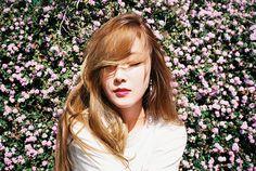 Real floral backdrop. Jessica Jung.