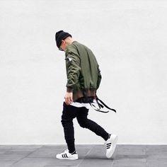 Este invierno la ropa cómoda la más trendy para hombres.  #hombre #moda #trendy #adidas #classic #casual #cómodo