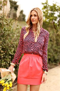 Lovely... love coral and navy