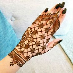 After the holy month of fasting comes Eid, the fest of joy, feasts, glam & mehndi adorned hands! Check out beautiful eid mehndi designs 2019 for some inspo! Henna Hand Designs, Mehndi Designs Finger, Mehandi Design For Hand, Floral Henna Designs, Simple Arabic Mehndi Designs, Mehndi Designs Feet, Mehndi Designs For Beginners, Wedding Mehndi Designs, Mehndi Designs For Fingers