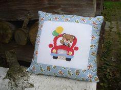 Krížikové vyšívanie Throw Pillows, Bed, Toss Pillows, Cushions, Stream Bed, Decorative Pillows, Beds, Decor Pillows, Scatter Cushions