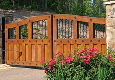 Such a nice gate. The flowers Create a very inviting entrance.