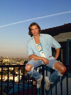 80slove:  Young Brad Pitt rockin an awesome outfit