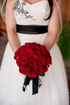 Red Bouquet with Black Ribbon Wedding Stuff, Wedding Flowers, Apple Images, Bouqets, Wedding Inspiration, Wedding Ideas, Courthouse Wedding, Vase Centerpieces, Boutonnieres