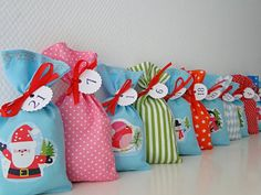 Adventskalender Kinder,Adventskalender Säckchen  aus Stoff,Adventskalender für Kinder,türkis,rosa, bunt Bag Making, Bunt, Advent Calendar, Gift Wrapping, Pink Turquoise, Children, Fabric, Gifts, Color