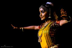 Sruthy Jayan A passionate, expressive and exuberant dancer,holds a post graduate diploma from the world-renowned Kalakshetra Foundation.