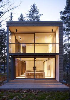 Minimumhouse: una 'mini casa' acristalada y ecosostenible en un bosque al sur de Berlín