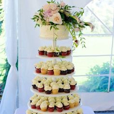 fabulous vancouver wedding This cake is even more gorgeous than I remember. #weddingplanner #eventplanner #weddings #mle #weddingdecor #weddingcake Photo cred: @vancity604 by @memorylaineinc  #vancouverwedding #vancouverweddingcake #vancouverweddingdecor #vancouverwedding