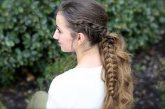 Elizabethan hairstyles, smiling young woman, wearing white jumper and red lipstick, with brown Renaissance Hairstyles, Gothic Hairstyles, Plaits Hairstyles, Modern Hairstyles, Loose Hairstyles, Wedding Hairstyles, Blonde Hair Black Girls, Grey Hair Dye, Wavy Ponytail