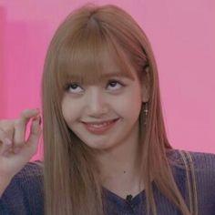 Lisa ve normal haraketleri Memes Blackpink, Kpop Memes, Girl Memes, Kim Jennie, Bts Meme Faces, Memes Funny Faces, Blackpink Funny, Reaction Face, Wtf Face