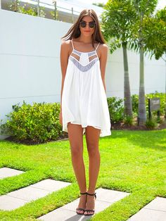 Great example of hipster chic! The dress is perfect for any hot summer day & mixing it with red lips, straight hair, wedges/heels & sunglasses only makes it even better...