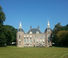 Informatie over de Kwekerij Mansions, House Styles, Balconies, Easy Meals, Fancy Houses, Mansion, Manor Houses, Mansion Houses, Villas
