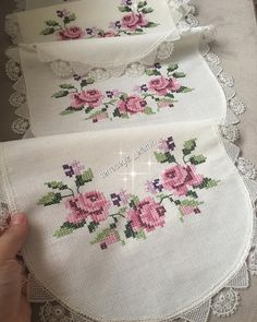 1 million+ Stunning Free Images to Use Anywhere Cross Stitch Bird, Cross Stitch Flowers, Cross Stitch Designs, Cross Stitch Patterns, Crewel Embroidery, Cross Stitch Embroidery, Embroidery Patterns, Table Runner Pattern, Diy Crafts Hacks
