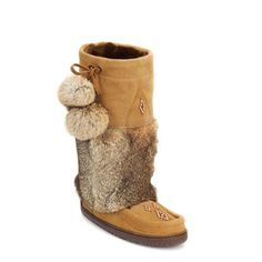 Snowy Owl Manitobah Mukluk in Oak Cindy Crawford, Moccasin Boots, Shoe Boots, Fur Boots, Cowgirl Boots, Beyonce, Ulzzang, Winter Outfits, Leather Craft Tools