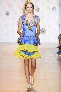 Catwalk photos and all the looks from Tsumori Chisato Spring/Summer 2015 Ready-To-Wear Paris Fashion Week