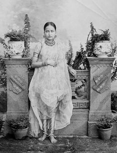 """ The six-yard khada dupatta required a whole nine yards of the heaviest gold borders to include both elaborate edges or pallows, with a particular order of gota masala stitched just so. The gala, the. Vintage India, Antique Photos, Vintage Photos, Khada Dupatta, Indian Look, Indian Wear, Indian Goddess, Ancient Jewelry, Royal Fashion"