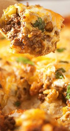 Bubble Up Enchilada Bake.An enchilada casserole made of biscuits instead of tortillas.perfect for Cinco de Mayo! Enchilada Bake, Enchilada Recipes, Beef Dishes, Food Dishes, Main Dishes, Mexican Dishes, Mexican Food Recipes, Mexican Bake Recipe, Mexican Potluck