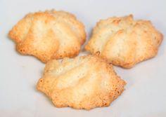 Kókuszcsók (kókusz makron)   Varga Gábor (ApróSéf) receptjeCookpad receptek Snack Recipes, Snacks, Cauliflower, Mashed Potatoes, Pineapple, Muffin, Chips, Vegetables, Fruit