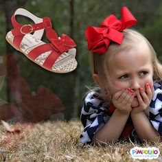 Combinar cores e sensações aos momentos especiais dos bebês é a especialidade da Pimpolho. Essa aí é uma sandália da linha Bella. Calça do 15 ao 18 e combina com certinho com o seu bebê.
