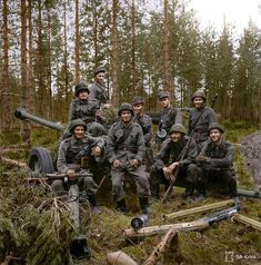 A group of Finnish soldiers with their anti-tank gun, Karelia, 3 Aug These men have destroyed 26 Soviet tanks with their AT gun and Panzerfausts Eastern Front Ww2, World Conflicts, Ww2 Photos, Korean War, Panzer, Historical Pictures, War Machine, Vietnam War, Dieselpunk