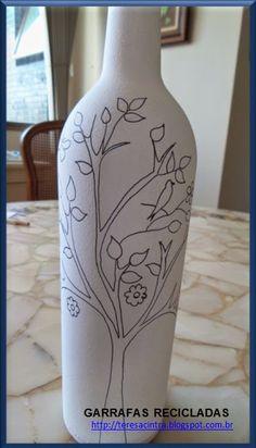 Pin on Creative idea Empty Wine Bottles, Wine Bottle Art, Painted Wine Bottles, Diy Bottle, Glass Bottles, Painting Glass Jars, Bottle Painting, Pottery Painting Designs, Diy Spray Paint