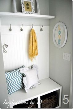 This little nook gave me the inspiration for where to put my 'mudroom' in the garage!  I can't wait to get started.