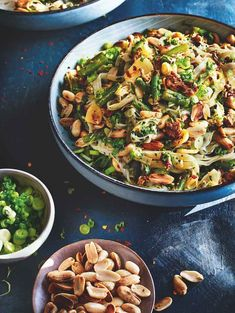 A tasty dinner favourite filled with crunch and spice. Come and try this spicy beef noodles with green beans recipe yourself to find out what the fuss is all about! Quick Recipes, Asian Recipes, Cooking Recipes, Ethnic Recipes, Chinese Recipes, Filipino, Spicy Green Beans, Easy Meals For Kids, Kids Meals