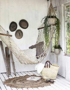 Lazy Day Backyard Hammock and Pergola Ideas for Relaxing Summer 25 Indoor Hammock Bed, Backyard Hammock, Pergola Garden, Metal Pergola, Diy Pergola, Pergola Ideas, Hammock In Bedroom, Gazebo, Gardens