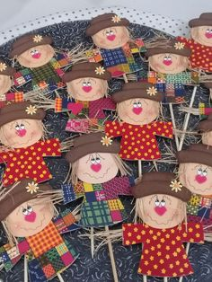 Check out the link for more information on art projects for Fall Crafts, Diy And Crafts, Crafts For Kids, Arts And Crafts, Paper Crafts, Moldes Halloween, Manualidades Halloween, Scarecrow Crafts, Halloween Crafts