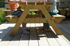 DIY - Kids-Sized Picnic TableEasy DIY Kid-Sized Picnic Table!
