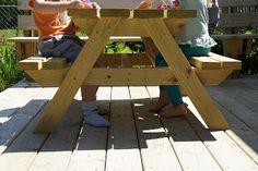 Easy DIY Kid-Sized Picnic Table!