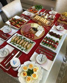 Breakfast Party Foods, Breakfast Platter, Breakfast Presentation, Food Presentation, Food Plating Techniques, Food Platters, Food Decoration, Creative Food, Food Design