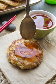 Tortitas chinas con salsa agridulce.