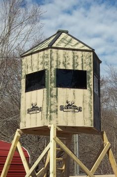 The Grand View - Yoder Woodcrafters Hunting Tips, Bow Hunting, Hunting Stuff, Homemade Deer Blinds, Deer Blind Plans, Tree Stand Hunting, Deer Habitat, How To Paint Camo, Deer Feeders