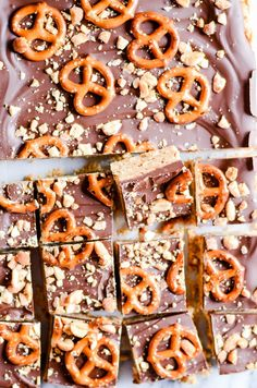Easy no-bake chocolate peanut butter pretzel bars made with only 5 simple ingredients! Easy No Bake Desserts, Healthy Dessert Recipes, Easy Desserts, Bar Recipes, Candy Recipes, Appetizer Recipes, Recipies, Chocolate Peanut Butter, Chocolate Recipes