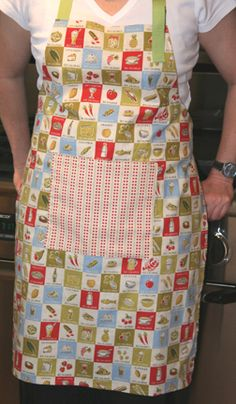 A great, simple apron. I made one for my sister in law for Christmas...I made some edits I shouldn't have, mostly trying to do the neck strap at a set length, not adjustable. But I will def. try it again!