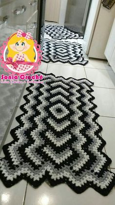 Granny Square Runner Pattern Diagram and Inspiration Crochet Throw Pattern, Crochet Square Patterns, Crochet Squares, Crochet Doilies, Granny Squares, Crochet Christmas Trees, Holiday Crochet, Crochet Home, Loom Crochet