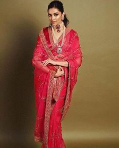 5 times Deepika slayed with the saree look – Fashion fun India Sabyasachi Sarees, Bollywood Saree, Bollywood Fashion, Indian Sarees, Saree Fashion, Lehenga Choli, Bollywood Actress, Sabyasachi Designer, Bollywood Jewelry