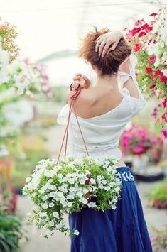 Love Flowers, Beautiful Flowers, Holding Flowers, White Flowers, Alice Ruiz, Bloom, Garden Shop, Spring Has Sprung, A Perfect Day
