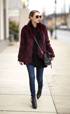 20 Ways to Wear Colorful Fur - maroon fur coat + crossbody bag, skinny jeans and black ankle boots