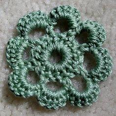 Mandipidy: YARN IT ALL: Tutorial 11 [How to Crochet a Flower] Source by deitrawalter Diy Crochet Flowers, Crochet Flower Tutorial, Knitted Flowers, Crochet Flower Patterns, Crochet Crafts, Yarn Crafts, Crochet Projects, Diy Crafts, Picot Crochet