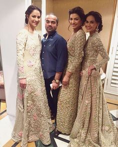 Pakistani couture farazmanan and his gorgeous models at the Faraz Manan Desert Royal showcase happening NOW! Indian Wedding Gowns, Asian Wedding Dress, Indian Bridal Lehenga, Pakistani Bridal Dresses, Pakistani Outfits, Indian Dresses, Indian Outfits, Pakistani Couture, Desi Wedding