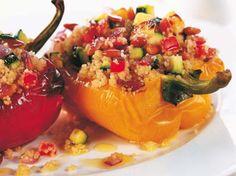 Avec les lectrices reporter de Femme Actuelle, découvrez les recettes de cuisine des internautes : Poivrons farcis au couscous