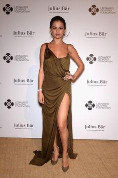 Selena Gomez wears an Emilio Pucci brown silk jersey dress from the Fall/Winter 2014 collection to the Leonardo Dicaprio Foundation Launch at Domaine Bertaud (photo courtesy Getty Images for LCD Foundation) Selena Gomez Dress, Selena Gomez Outfits, Selena Gomez Photos, Selena Gomez Style, Selena Gomez Red Carpet, Leonardo Dicaprio Foundation, Divas, Selena And Taylor, London Models
